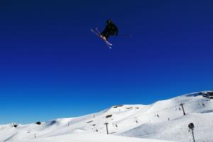 Jossi Wells Tops His Qualifying Heat at FIS Freestyle Skiing World Cup Slopestyle
