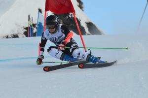 Alice Robinson and Willis Feasey Crowned National Giant Slalom Champs in Solid Day of Racing for NZ Skiers