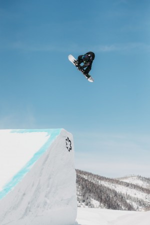 Zoi Sadowski-Synnott Top Qualifier at Burton US Open Slopestyle